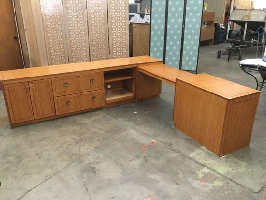 Huge 4 Piece Office Desk/ Corner counter space - Includes keys