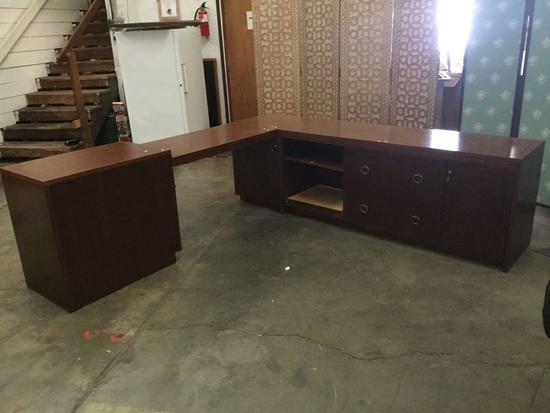 Huge 4 Piece Office Desk/ Corner counter space. Includes keys