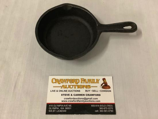 Tiny vintage 6x4 inches (with handle) cast iron egg pan