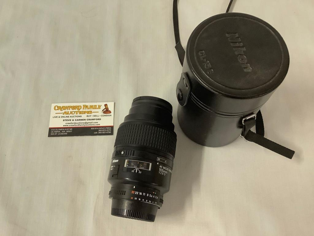 Nikon AF Micro Nikkon 105mm 1:2.8 D Camera Lens with leather case