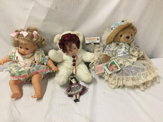 4x vinyl and composite dolls. Lissi, Bearly People and more. Largest doll measures approximately