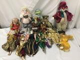15x vintage and modern harlequin and clown dolls. Porcelain and composite. Collectors choice and