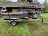 89' Alaskan Smoker craft 13ft aluminum Fishing boat w/ EZ Loader trailer & Johnson 25Hp outboard