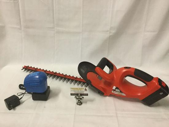 Black and Decker Hedgehog cordless 558mm hedge trimmer with Power Glide battery and charger