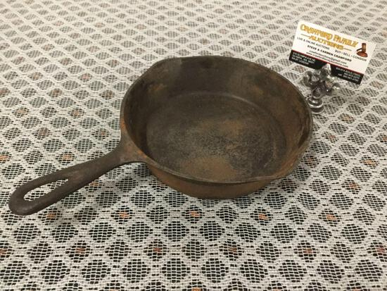 Antique Favorite Piqua Ware smiley logo size 5 cast iron pan with heat ring.