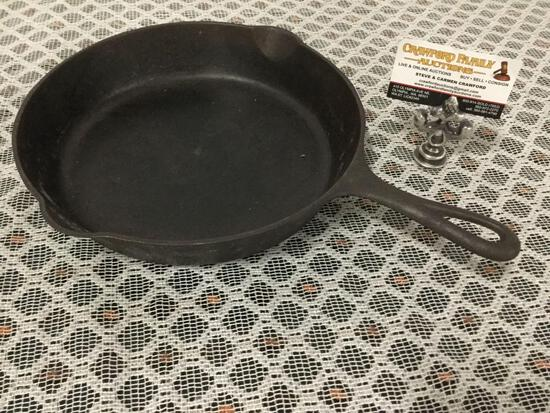 Antique Griswold slant logo 704 L size 8 cast iron pan.