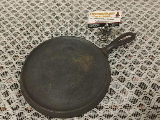 Antique Griswold 738 A slant logo size 8 cast iron griddle.