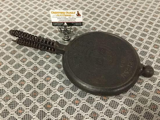 Vintage Griswold 236 size 9 cast iron waffle iron.