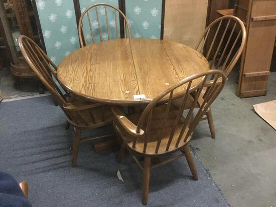 Vintage Conant Ball Furniture Co. round oak table with four chairs and two leaves. approx 44x44x30