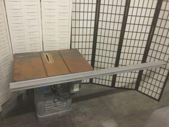 Rockwell 10 inch Unisaw No.83-661, untested due to split cord, approx. 83x35x34.5 inches....