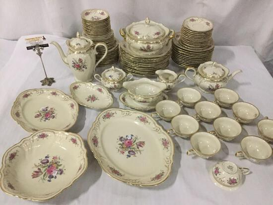 94 pieces of Rosenthal Kronach-Germany Viktoria pattern china, seats 12