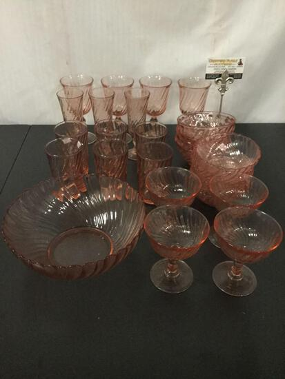 28 pieces of French Arcoroc Rosaline Swirl pattern pink glass. Largest approx 9x9x3.5 inches