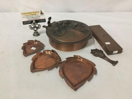 Collection of copper pieces. Pot with lid, three small Hemke hand made dishes, solid copper stand