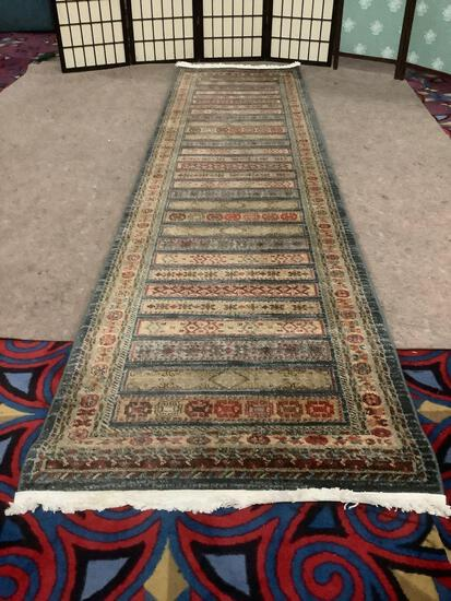 Long Turkish polypropylene hall rug from Kashkuli Gabbeh, approx. 120x31 inches.