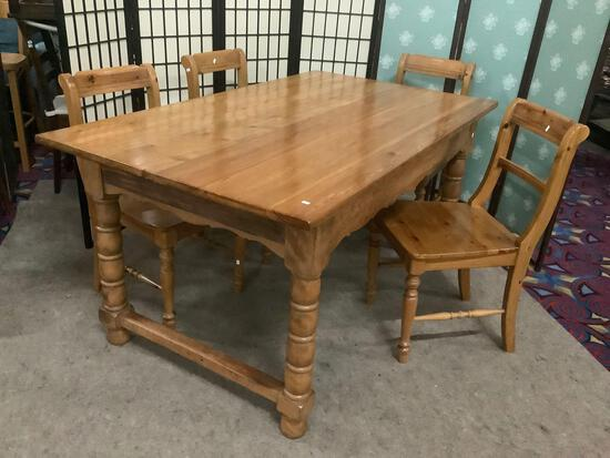 Vintage dining table w/beautiful grain & four wooden chairs.