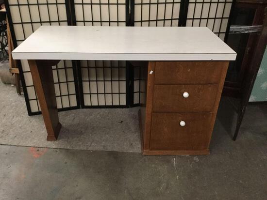 Vintage Formica top desk. Missing a knob.