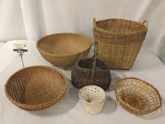 Lot of 6 baskets, Largest approx 12 x 14 inches