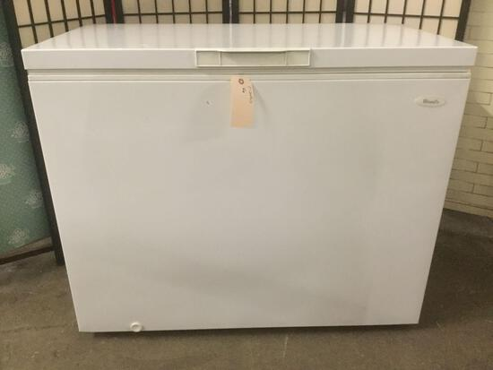 Woods household chest freezer No.C10HDE, made in Canada. Tested & working. Approx. 43x24x45 inches.