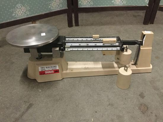 Ohaus 800 series 5 lb 2 Oz triple beam balance scale. Approx 18x6x6 inches.