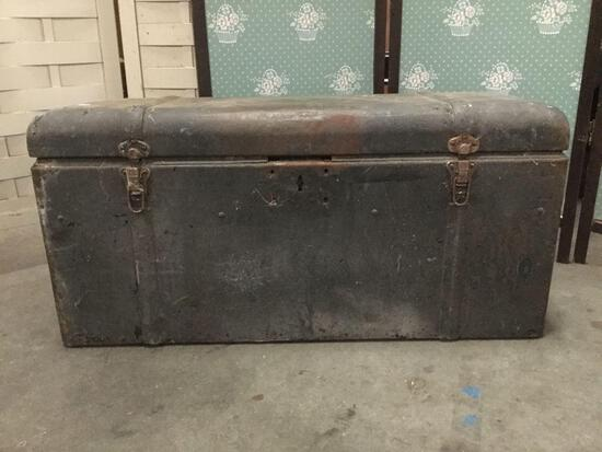 Vintage metal chest/ storage box. Approx 33x15x13 inches.