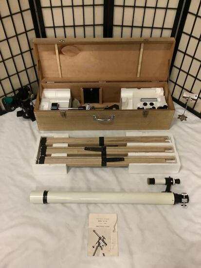 Japanese Research Optical Co astronomical telescope w/ 9mm, 6mm, D-60mm, F-900mm lenses w/ wood case