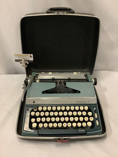 Vintage Penncrest Caravelle 10 typewriter in case. great working shape, just needs new ribbon