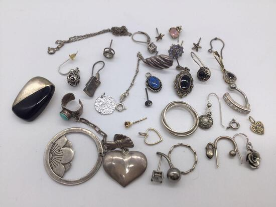 Lot of misc. vintage/modern sterling silver jewelry pieces. Ttw 45g.