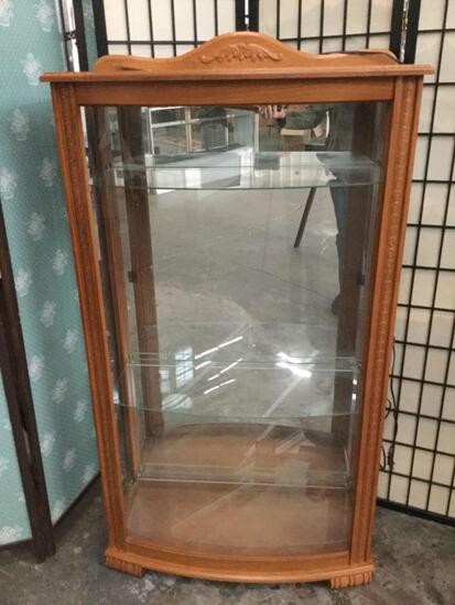 Oak side loading lighted display case w/ curved glass & 3 shelves, approx 15x32.5x60 in.
