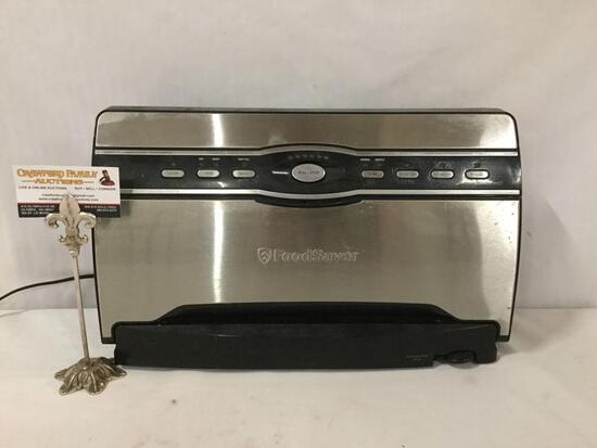 Food Saver bag sealer / vacuum sealing system No.V3880, tested & turns on