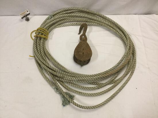 Large vintage metal pulley w/ hook & long length of rope, see pics