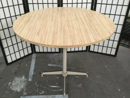 Round kitchen table w/ drop leaves