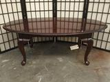 Ethan Allen cherry wood Queen Anne cocktail table w/ cabirole legs