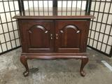 Ethan Allen cherry wood Queen Anne end table cabinet