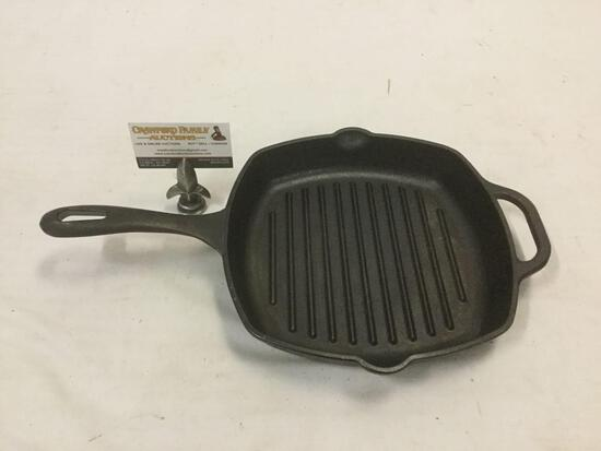 Vintage Victoria 10 inch cast iron pan. Approx 18x10x2 inches