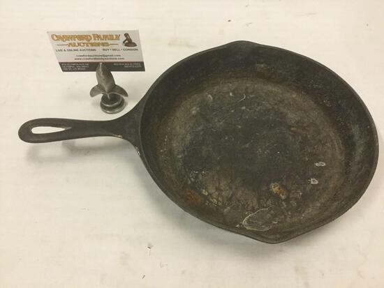 Vintage size 6 three notch Lodge cast iron pan. See pics