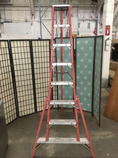 8ft metal and composite red ladder. Approximately 8 feet tall