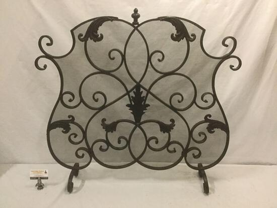 Vintage ornate metal fireplace screen w/ leaf accent