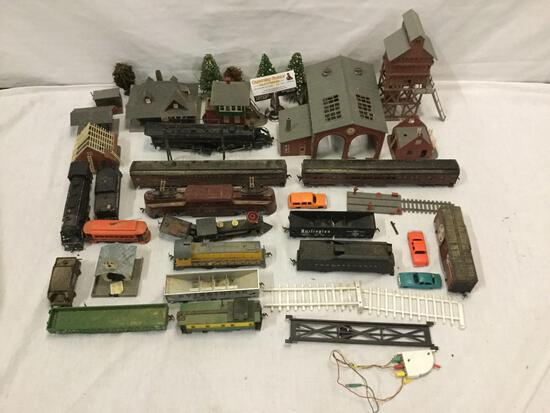 Collection of model trains / diorama set pieces: Tyco, Rivarossi, and IHC, see pics.