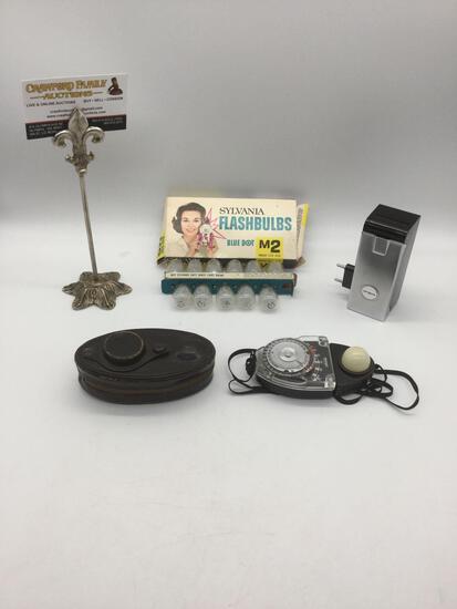 Small lot of vintage camera equipment: Argus Flash attachment / Sekonic Studio Exposure meter