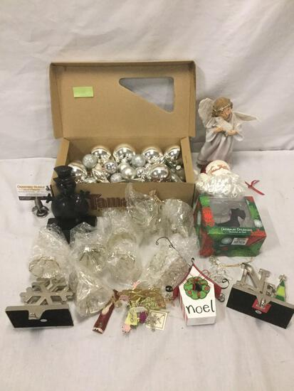 Collection of various Christmas ornaments & stocking holders