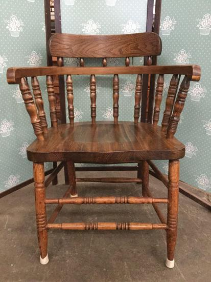 Vintage oak captains chair w/ doweled construction, nice finish.