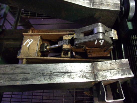CLEEREMAN BAR LOG TURNER W/CONTROL VALVE IN CAB (NO HANDLE)