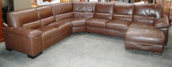 BROWN SECTIONAL W/ CHAISE BY ITALSOFA
