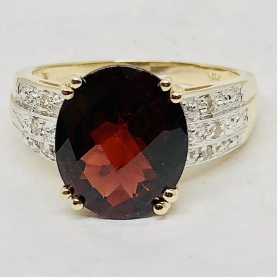 14KT YELLOW GOLD GARNET & DIAMOND RING
