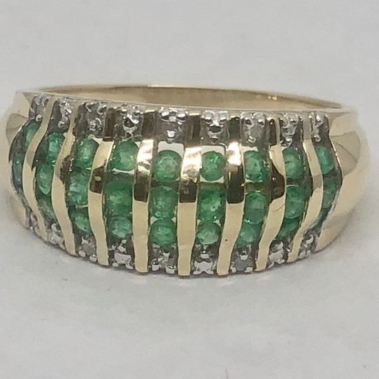 14KT YELLOW GOLD EMERALD DIAMOND RING