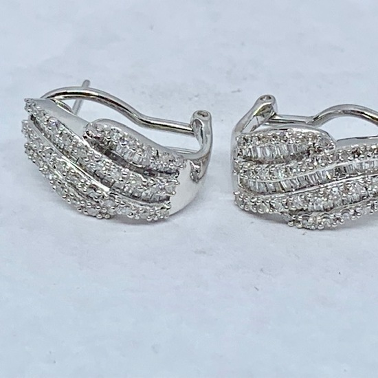 10KT WHITE GOLD 1.10CTS DIAMOND EARRINGS