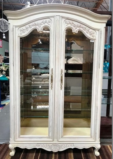 ELEGANT 2 DOOR LIGHTED WHITE WASH DISPLAY CURIO CABINET