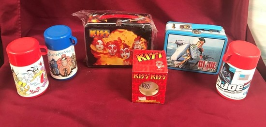 LOT OF VINTAGE LUNCH BOXES & THERMOS