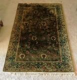 LIGHT GREEN 5X8 AREA RUG - LIKE NEW CONDITION