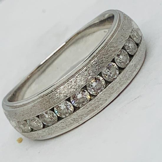 14KT WHITE GOLD .85 CTS DIAMOND MENS RING